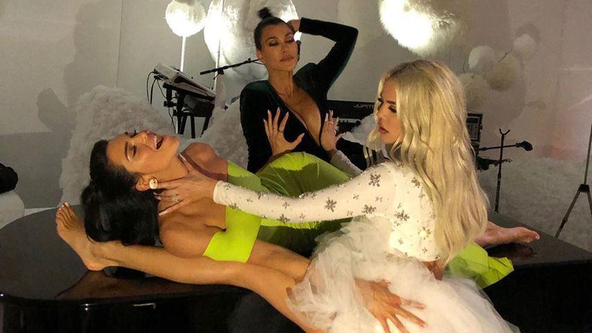 Fans irritiert: Khloe Kardashians Bein zu dünn gephotoshopt?