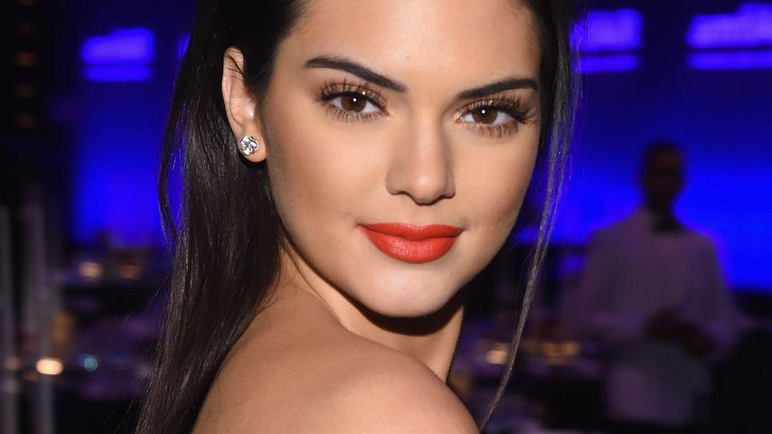 Mega Dekolleté! Kendall Jenner zeigt Riesen-Ausschnitt