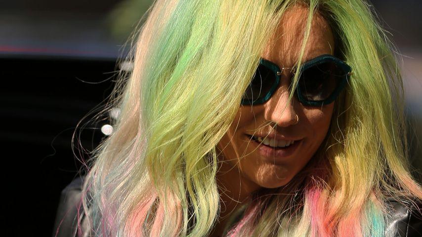 Farbige Frise: Ke$ha hat jetzt Regenbogen-Haare