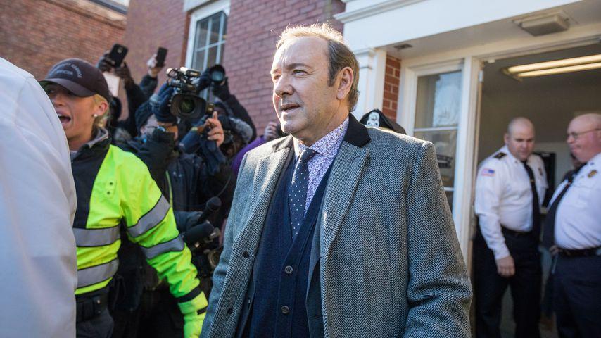 Kevin Spacey beim Verlassen des Gerichtsgebäudes in Massachusetts