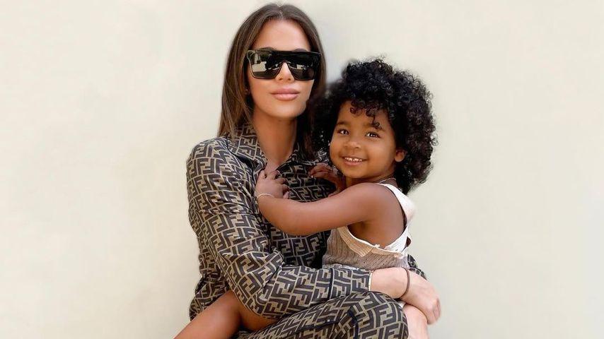 Khloé Kardashian mit ihrer Tochter True Thompson im Juni 2021
