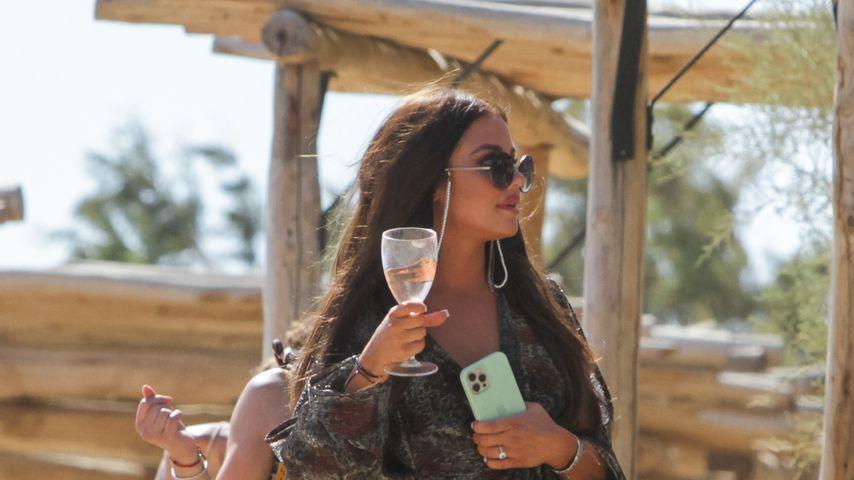 Kim Gloss von Paparazzi bei JGA-Party auf Mykonos erwischt
