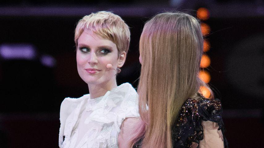 """Kim Hnizdo und Elena Carrière im """"Germany's Next Topmodel'""""-Finale, 2016"""