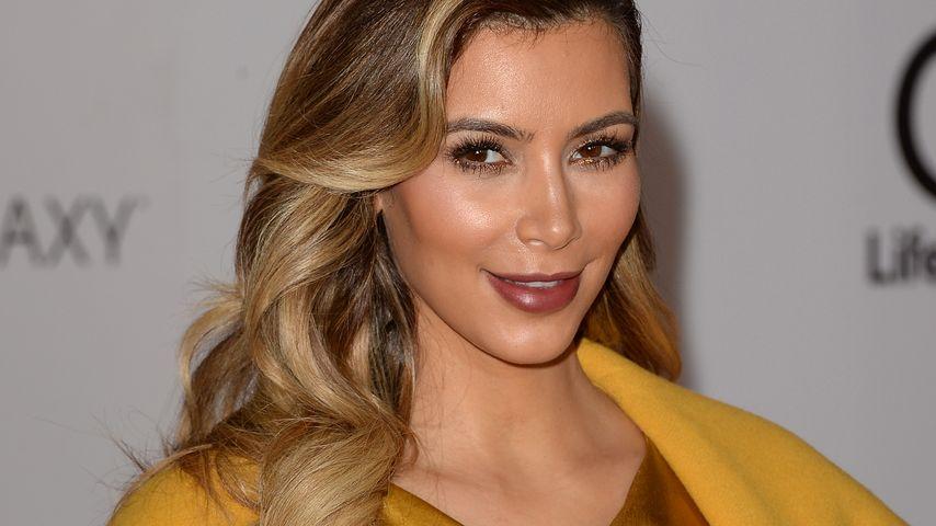 Kim Kardashian auf dem roten Teppich in Beverly Hills, 2013
