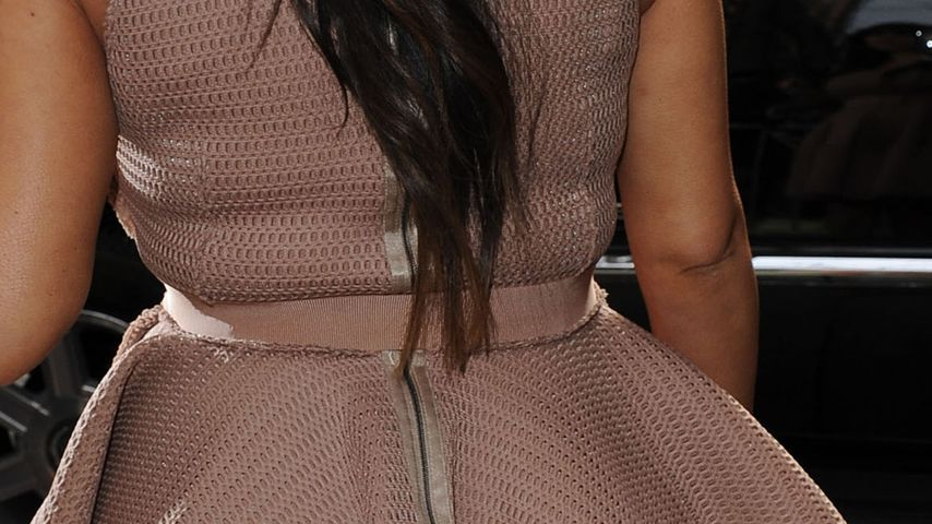 Speck-Röllchen: Kim Kardashian im zu engen Kleid