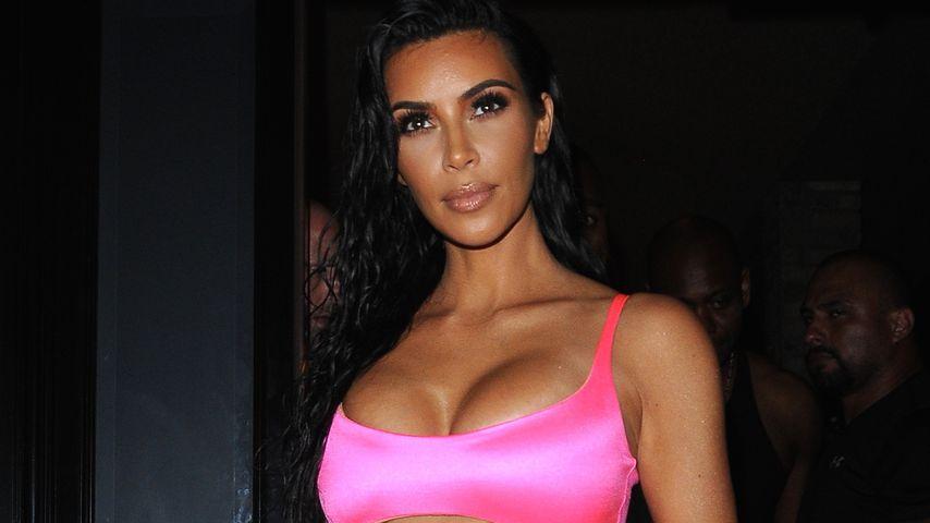 Ganz in Pink: Kim zu Kylies Geburtstag im Teenie-Fummel!
