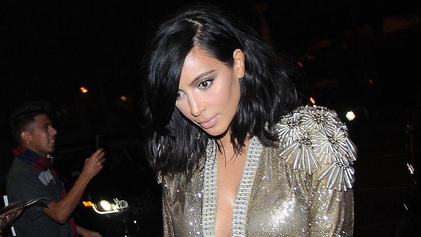 Zu nackt: Kim Kardashian riskiert Schlitz-Blitzer!