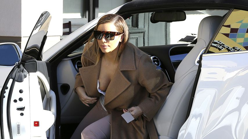 Hoppla! Kim Kardashian fällt die Brust fast raus