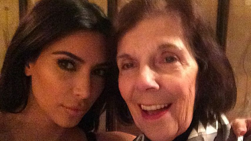 Oma kennt's: Kim K. & Großmama lachen über ihre Blitz-Ehen!