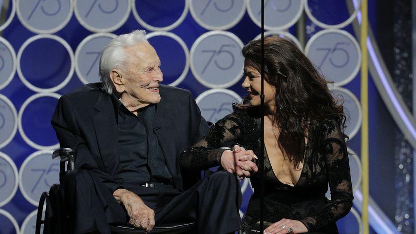 Kirk Douglas und Catherine Zeta-Jones bei den Golden Globe Awards 2018