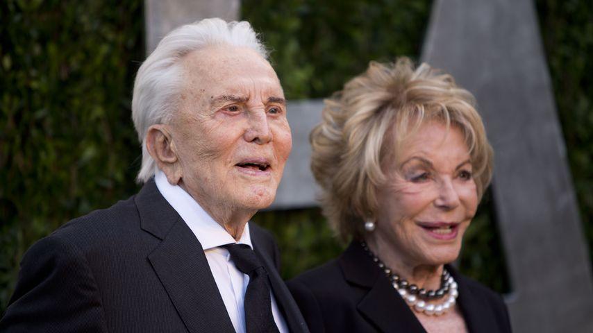 Kirk Douglas und seine Frau Anne im Februar 2013 in Hollywood