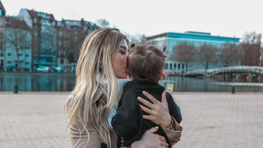 Kisu mit ihrer Tochter Milena in Köln