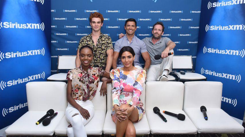 "KJ Apa, Mark Consuelos, Luke Perry, Ashleigh Murray und Marisol Nichols  von ""Riverdale"""