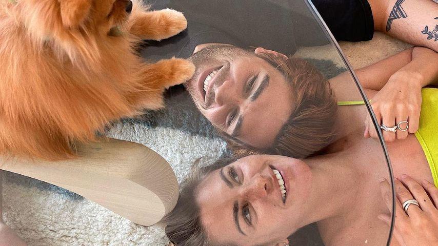 KJ Apa und Clara Berry mit ihrem Hund