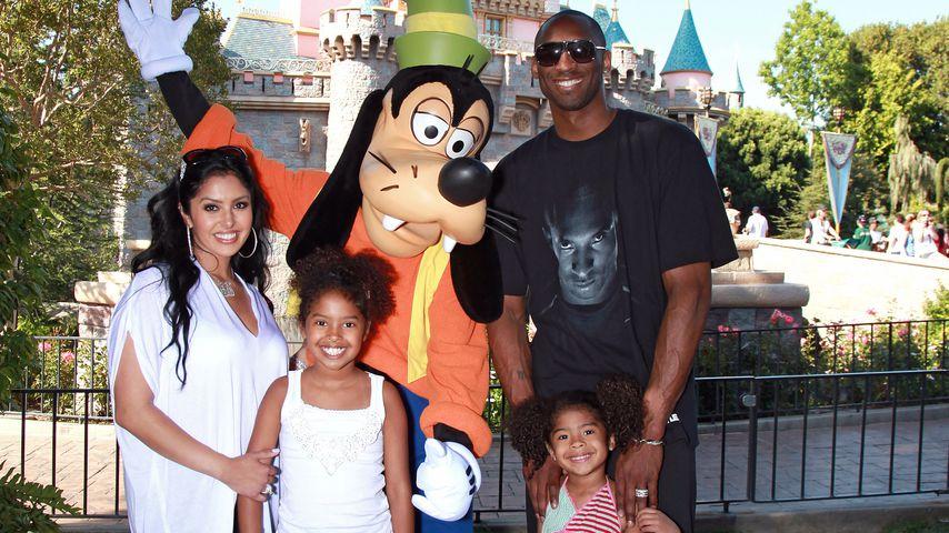 Kobe Bryant mit seiner Frau Vanessa und den Töchtern Gianna und Natalia, Juni 2010