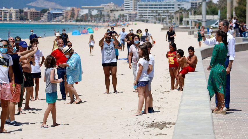 König Felipe und Königin Letizia am Strand von Arenal, Juni 2020