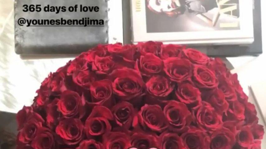 Kourtney Kardashian zeigt den Blumenstrauß von ihrem Schatz Younes