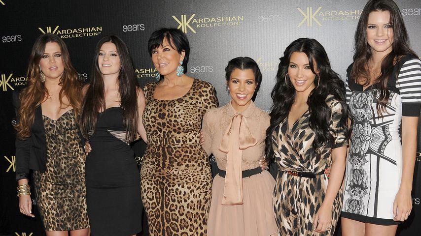 Kris Jenner und ihre Töchter auf dem Roten Teppich, 2011