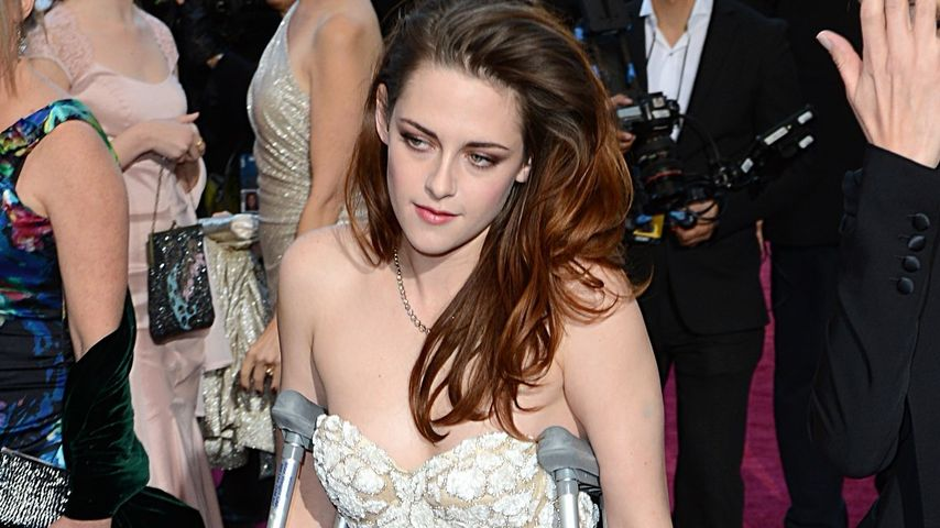 Kristen Stewart: Darum kam sie auf Krücken