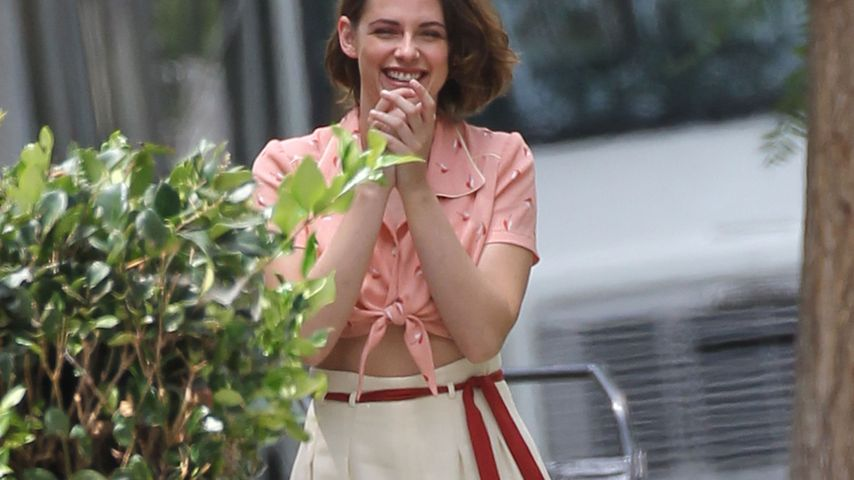 Kristen Stewart: Am Filmset überzeugt sie im Retro-Look