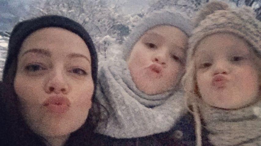 Kristina Dörfer mit ihren Töchtern Julie Marie und Lilly June