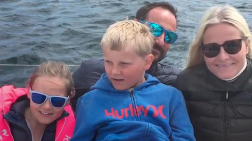 Kronprinz Haakon mit seiner Frau Mette-Marit und den beiden Kindern
