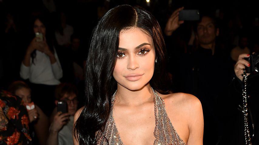 Neumama Kylie Jenner: Eine Nanny-Schar hilft mit Baby Stormi