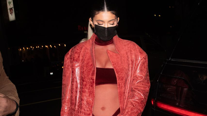 Roter Transparent-Look! Kylie Jenner setzt sich hot in Szene
