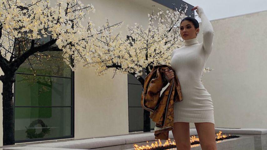 Heißer Feger! Kylie Jenner posiert im engen Rollkragen-Kleid