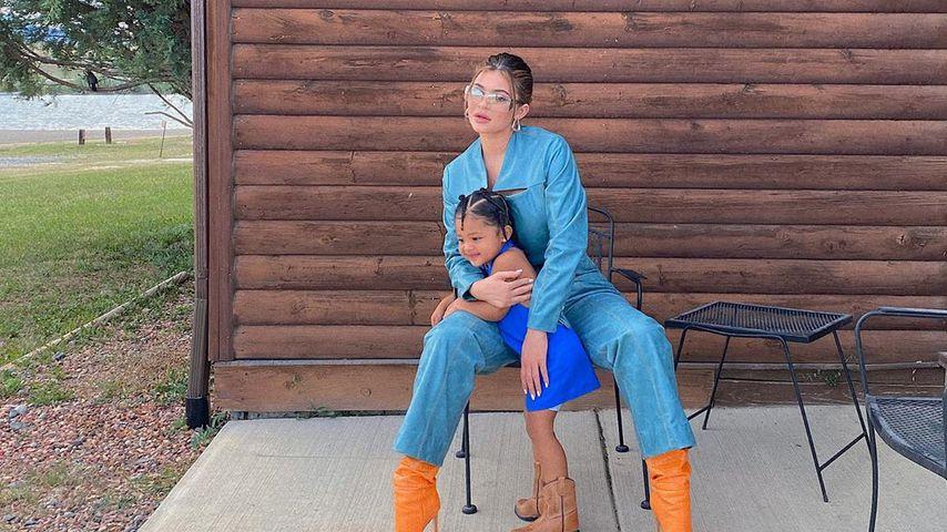 Süßer Twin-Look: Kylie und Stormi setzen beide auf Boots
