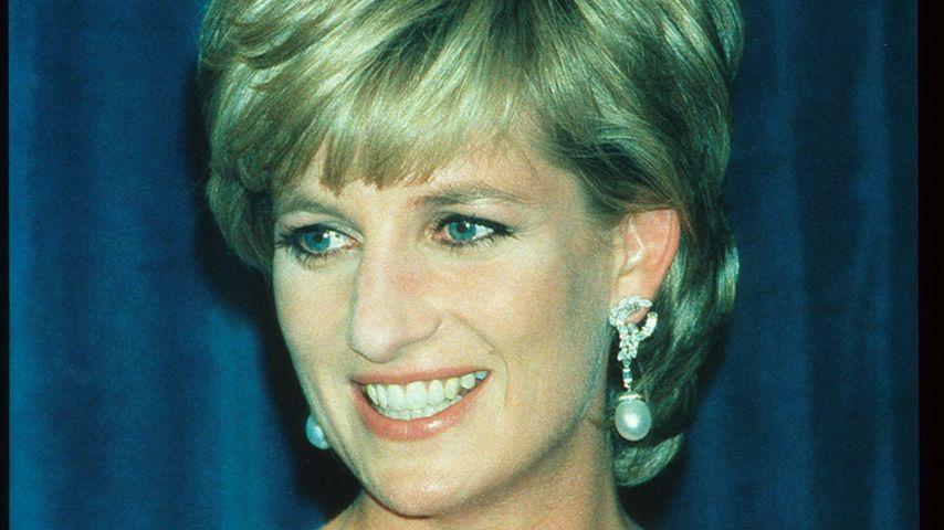 Kurz vor Dianas Todestag: Fans schmücken Kensington Palace