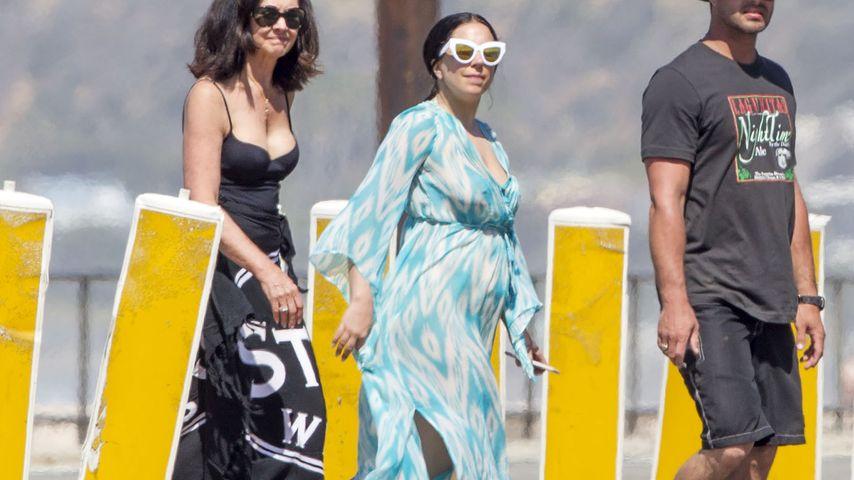 Mit Kugel-Bauch am Strand: Ist Lady GaGa schwanger?