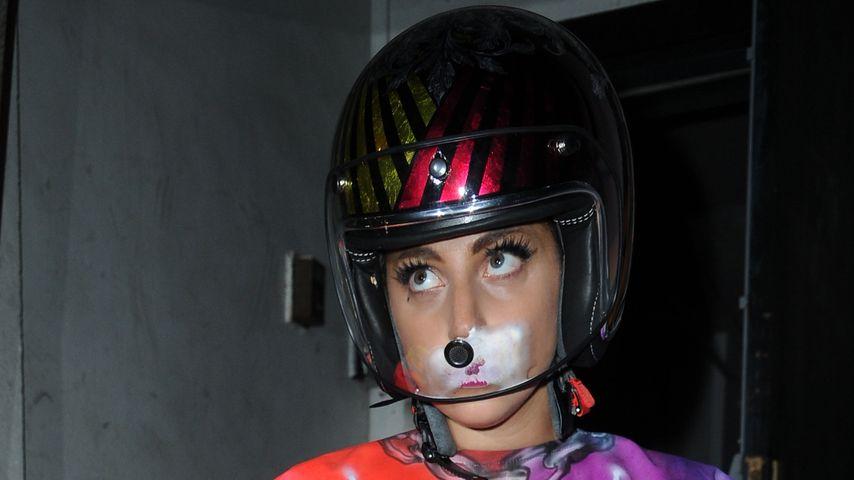 Sturzgefahr? Lady GaGa trägt jetzt lieber Helm