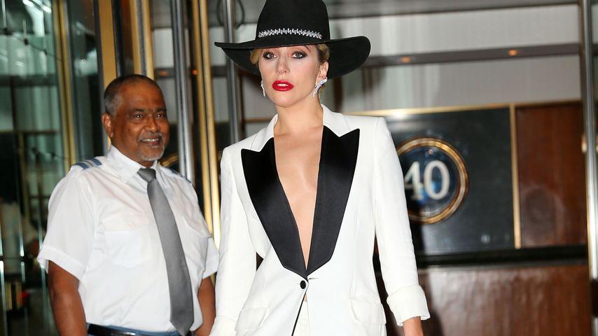 Auf hohen Hacken: Lady GaGa mit mega High Heels unterwegs