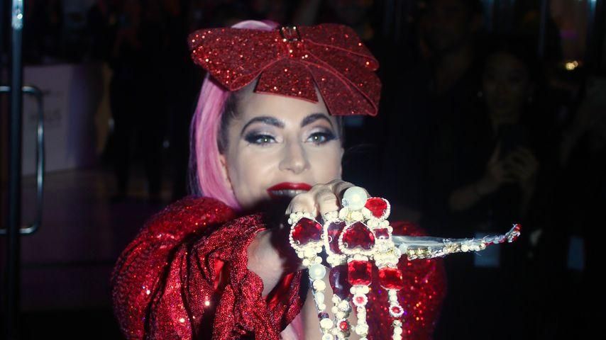 Skurril: Lady Gaga ist mit XXL-Juwelenkrallen unterwegs
