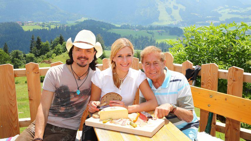Lanny Lanner, Stefanie Hertel und Eberhard Hertel auf einer Alm in Tirol am Rande einer Wanderung