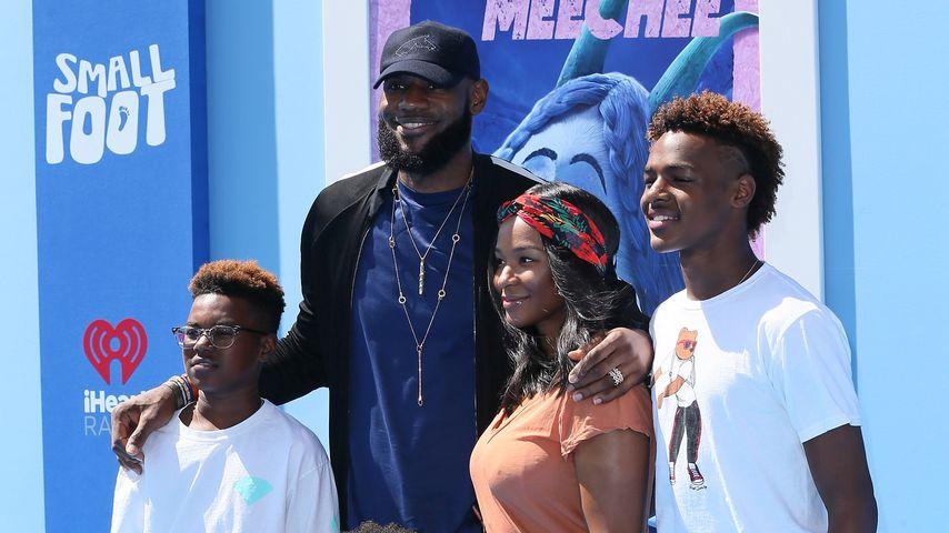 LeBron James mit seiner Familie auf einer Filmpremiere im September 2018