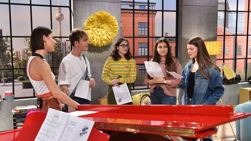 """Lena Meyer-Landrut und Mike Singer mit den """"The Voice Kids""""-Kandidatinnen Nino, Lara und Magbule"""