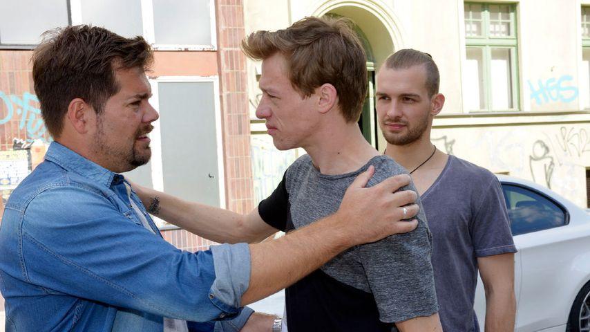 Leon (Daniel Fehlow, l.), Vince (Vincent Krüger, M.), Chris (Eric Stehfest) bei GZSZ