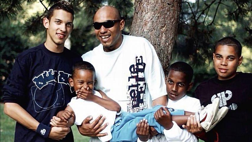 Leroy Leone (l.) mit seinem Vater D-Flame und seinen Brüdern