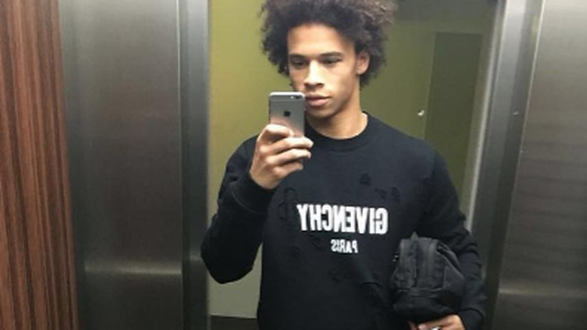 Leroy Sané vor dem Spiegel