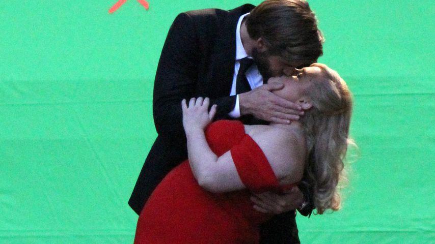 """Liam Hemsworth mit Rebel Wilson beim Dreh von """"Isn't It Romantic"""""""
