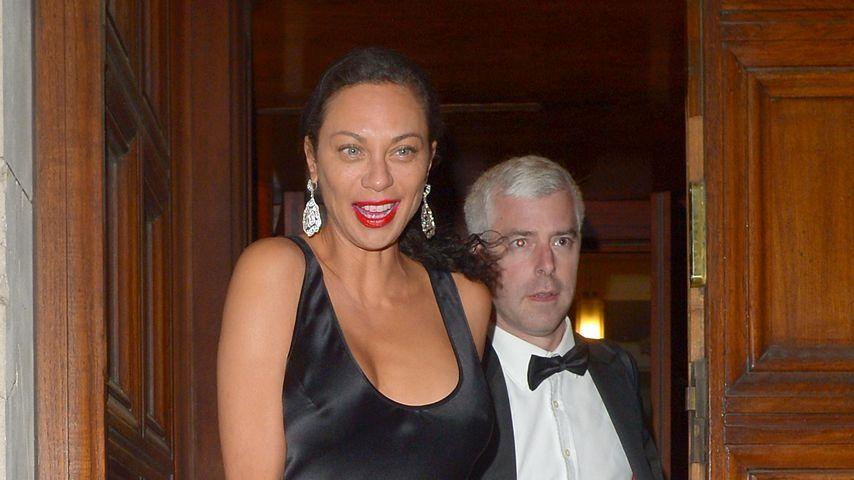 Lilly Becker mit einem unbekannten Mann auf einem Maskenball