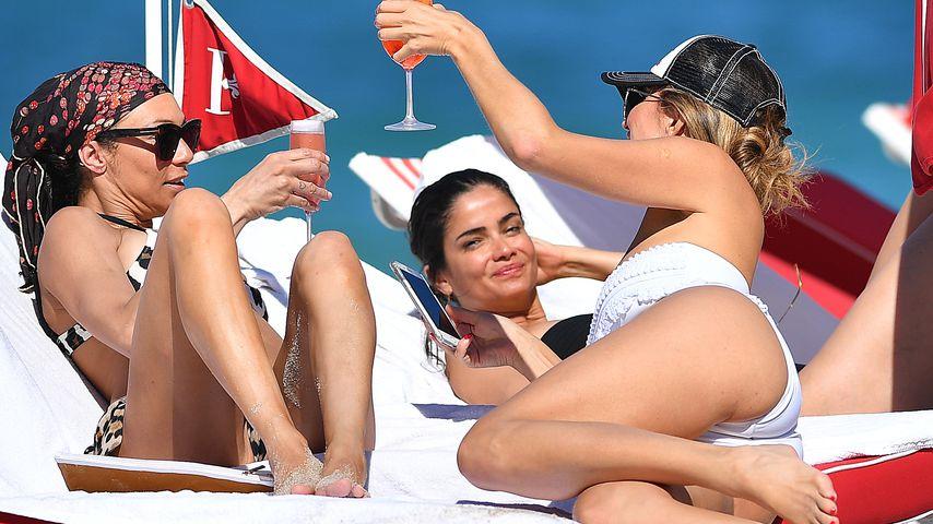 So sexy urlaubt Lilly Becker am Strand mit ihren Mädels!