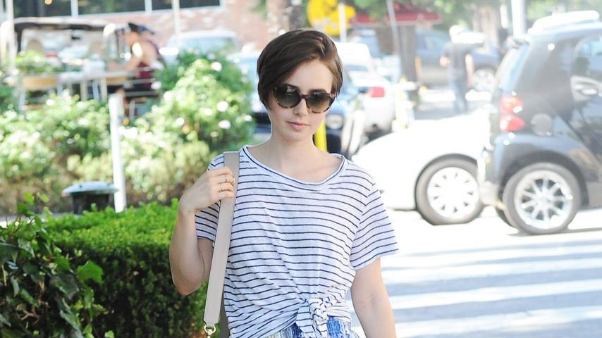 Solo unterwegs: Lily Collins' relaxter Sommer-Style