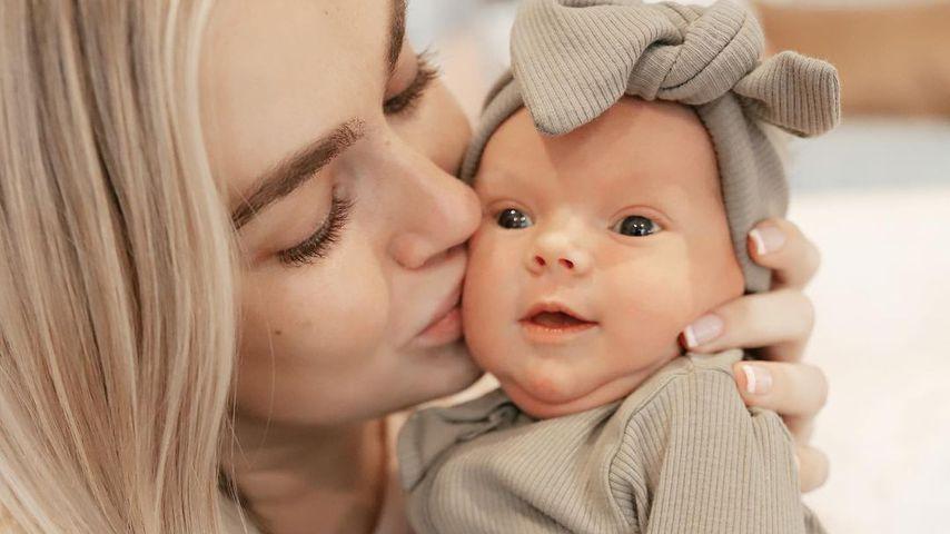 Lindsay Arnold und ihre Tochter im November 2020