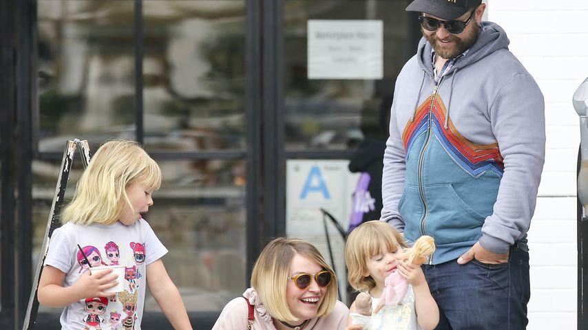 Lisa und Jack Osbourne mit ihren drei Töchtern in Los Angeles