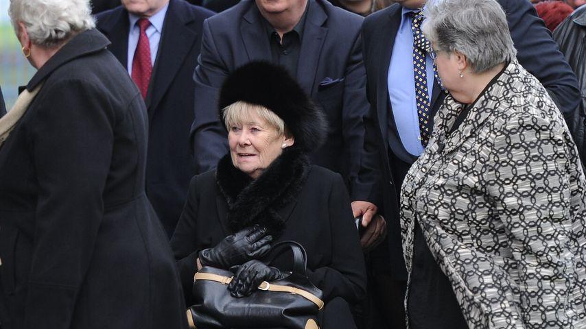 Liz Dawn auf der Beerdigung des Schauspielers Bill Tarmey 2012 in Lancashire