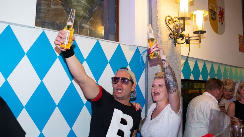 """Lorenz Büffel und Melanie Müller im """"Bierkönig"""""""