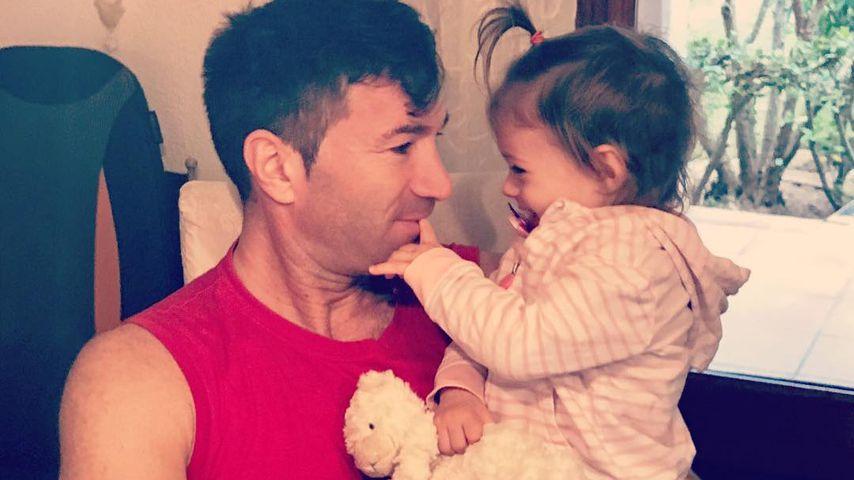 Aua! Sophia Cordalis' neues Hobby: Papa Lucas' Haare rupfen